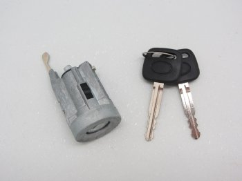 Ignition Lock Cylinder, 1995-2002, 69057-37040